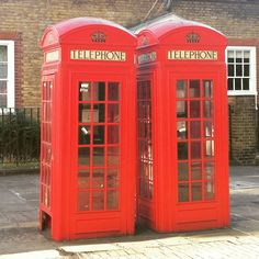 Best Things to Do in London in Autumn - the london telephone booth