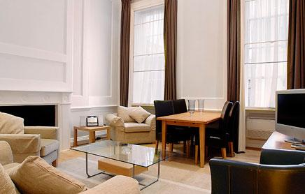 17-Hertford-Street-Serviced-Apartments-Mayfair-London---living-room-high-ceilings-|-Urban-Stay