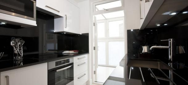 Ashburn-Court-South-Kensington-Serviced-Apartments-London---Luxurious-Kitchen-|-Urban-Stay