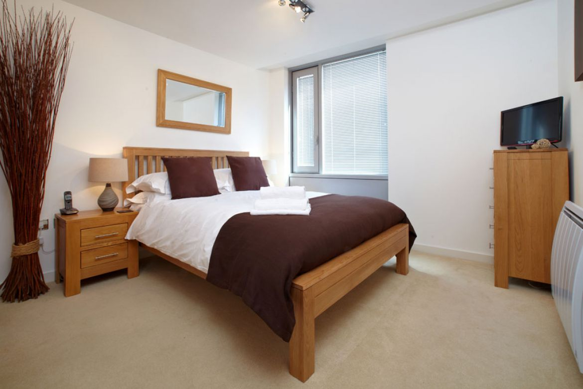Admiralty-Tower-Self-Catering-Accommodation-Portsmouth---Convenient-Serviced-Apartments---Great-For-Corporate-Short-Stays-and-UK-relocation