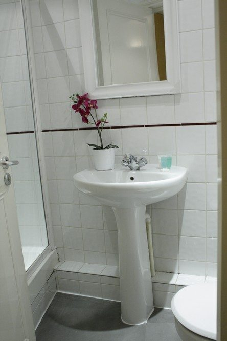 Corporate-accommodation-Liverpool-Street-London---Apartments-Shower