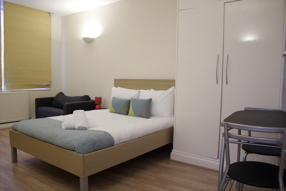 Corporate-accommodation-Liverpool-Street-London---Apartments-bedroom-with-double-bed