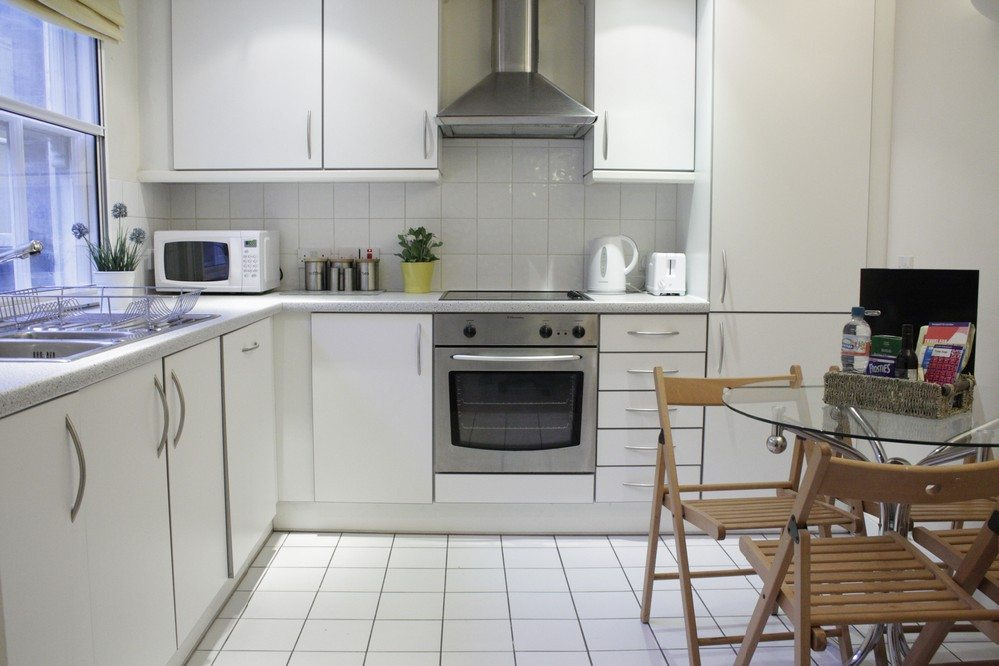 Corporate-accommodation-Liverpool-Street-London---kitchen-and-dining-area