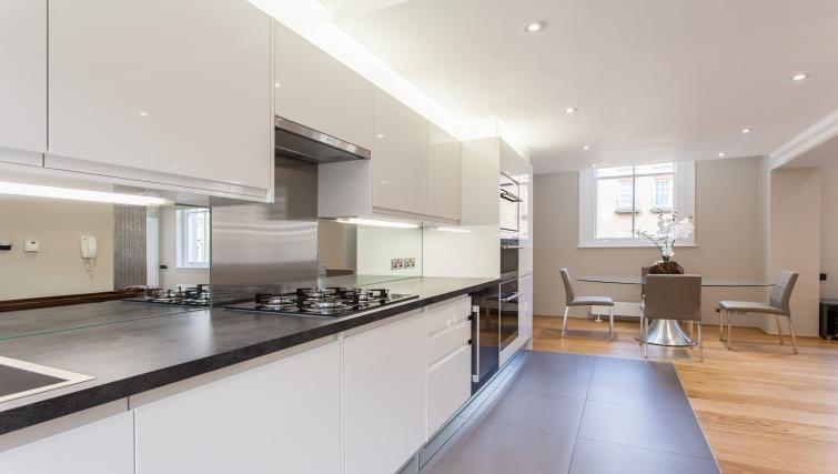 Luxury-Serviced-Apartments-South-Kensington-|-Stylish-Short-Let-Apartments-|-Free-Wifi-|24h-reception-|-Fully-Equipped-Kitchen|0208-6913920|-Urban-Stay