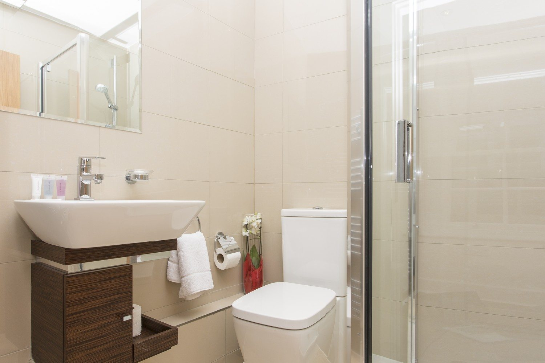 Liverpool Street Serviced Accommodation Artillery Lane Apartments Bathroom Shower