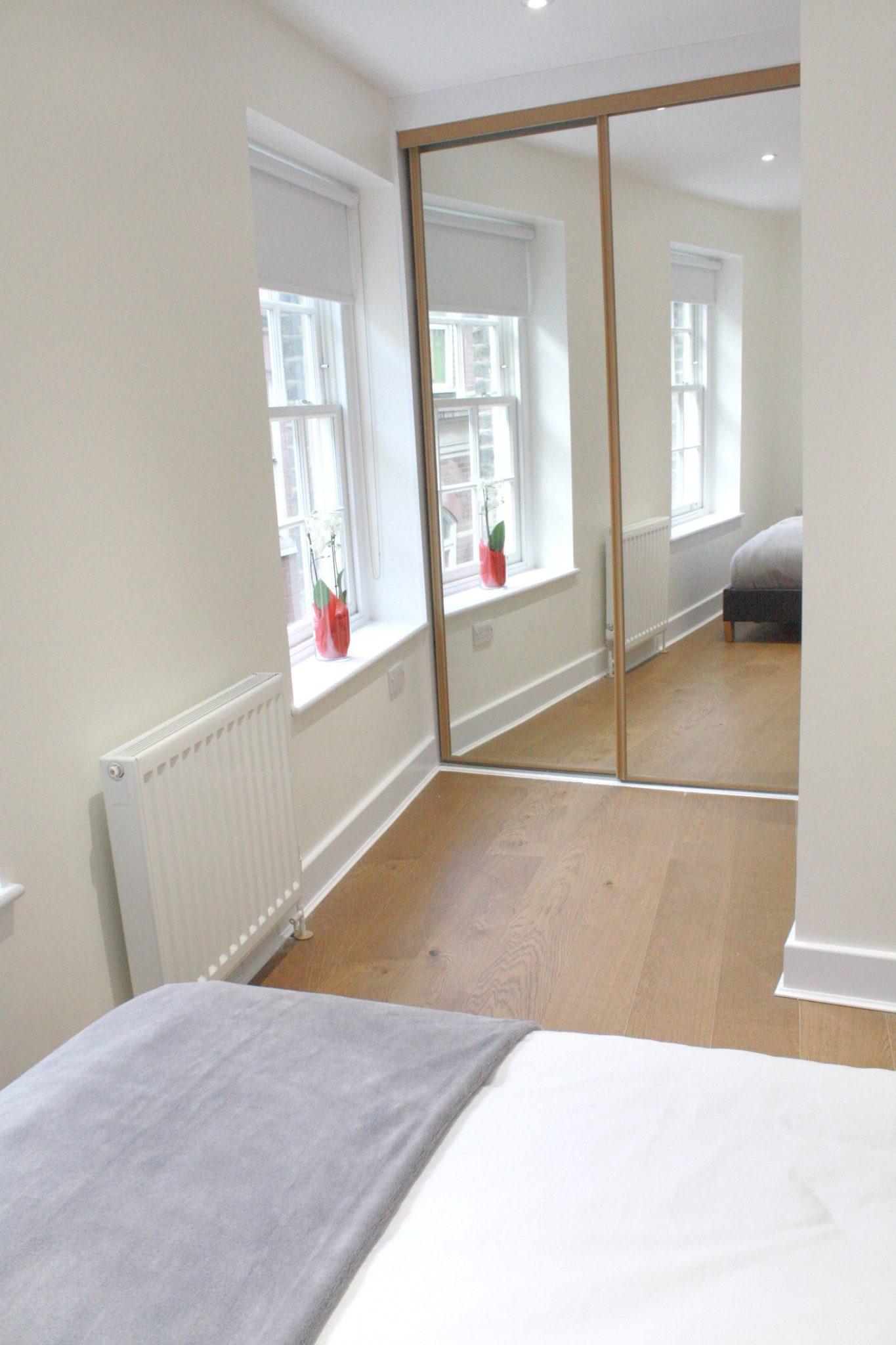 Liverpool Street Serviced Accommodation Artillery Lane Apartments Bedroom Mirror