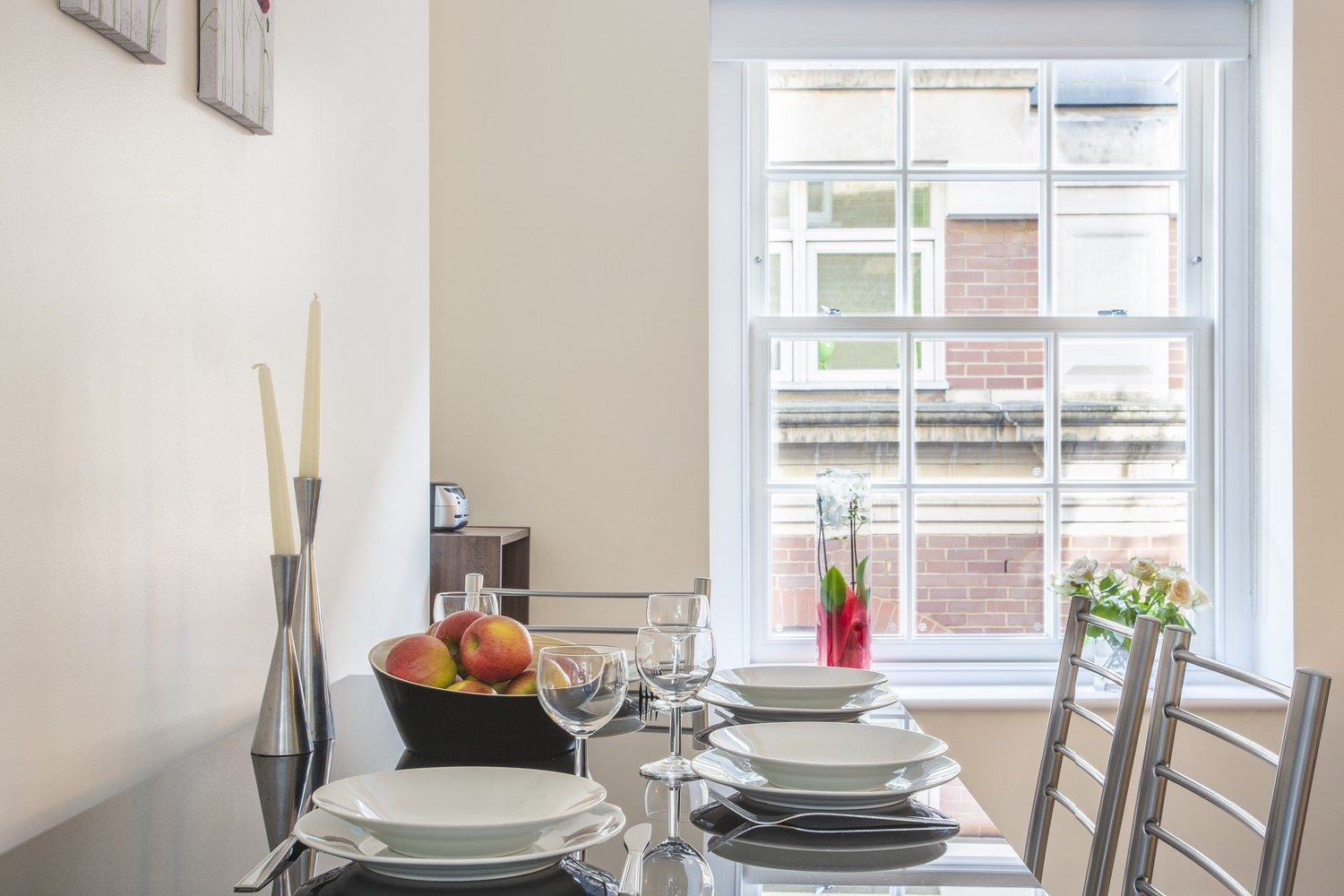 Liverpool Street Serviced Accommodation Artillery Lane Apartments Bright Dining Area