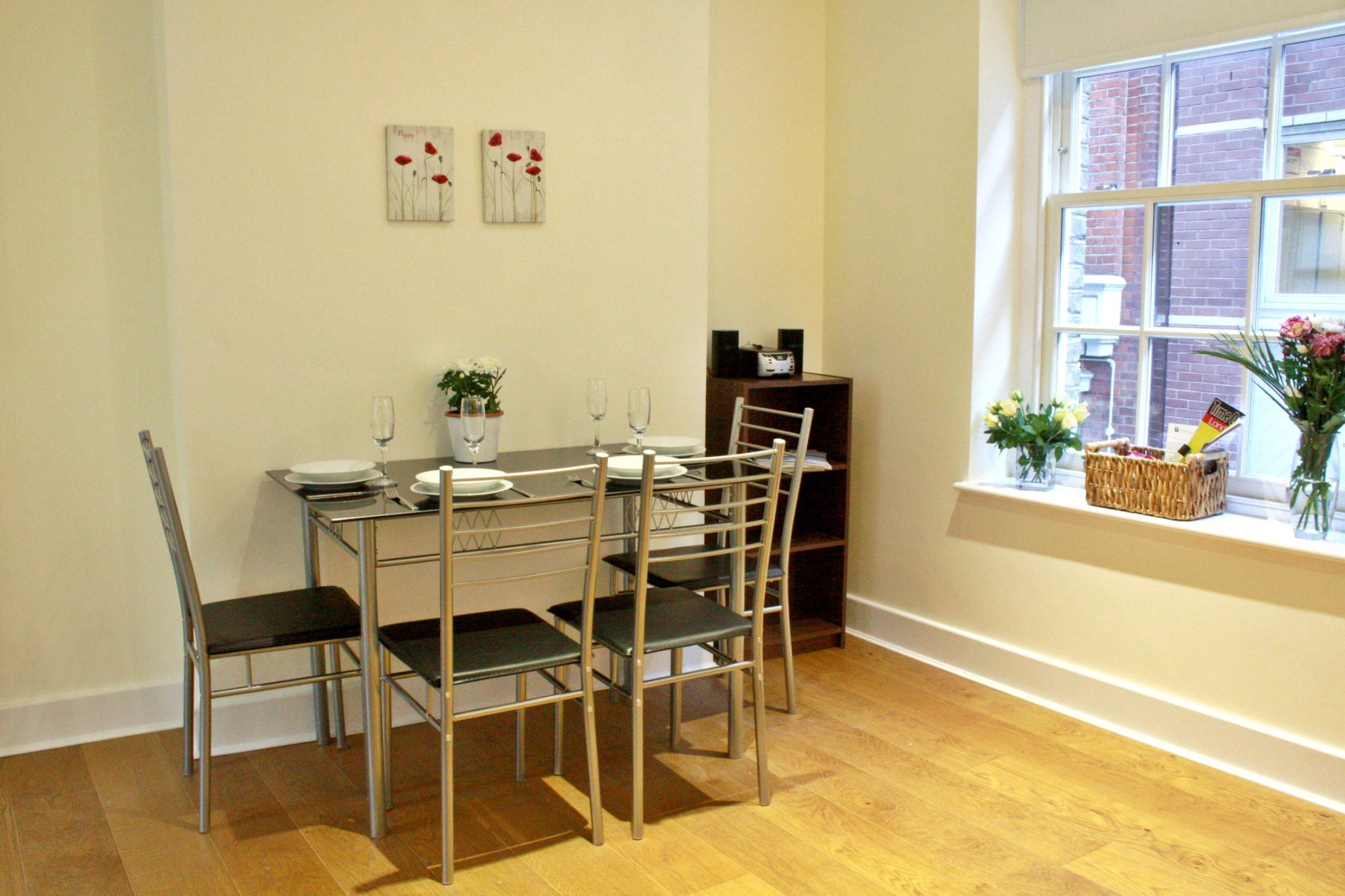 Liverpool Street Serviced Accommodation Artillery Lane Apartments Dining Area