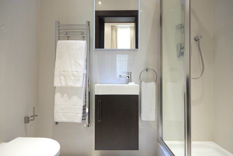 Luxury-Accommodation-South-Kensington---130-Queens-Gate-Apartments-Bathroom