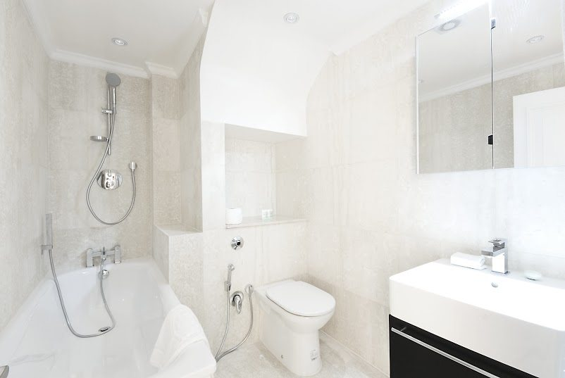 Short-Stay-Apartments-Mayfair-London---Urban-Stay-corporate-accommodation---Bathroom-2