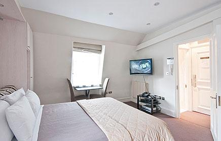 Short-Stay-Apartments-Mayfair-London---Urban-Stay-corporate-accommodation---Bedroom-6