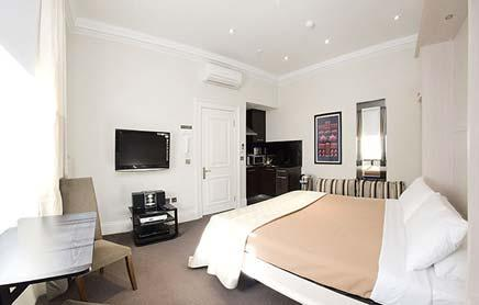 Short-Stay-Apartments-Mayfair-London---Urban-Stay-corporate-accommodation---Bedroom-8