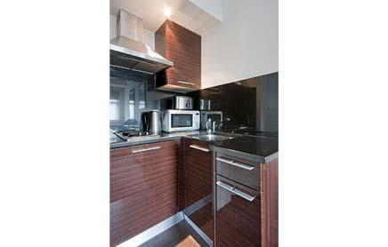 Short-Stay-Apartments-Mayfair-London---Urban-Stay-corporate-accommodation---Kitchen