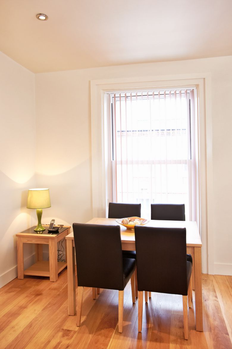 West-End-Apartments-Central-London-Available-Now!Book-Short-Let-Serviced-Accommodation-Near-Covent-Garden,-Soho,-Trafalgar-Square-and-Piccadilly-Circus-now!-Call-Urban-Stay:-0208-691-3920