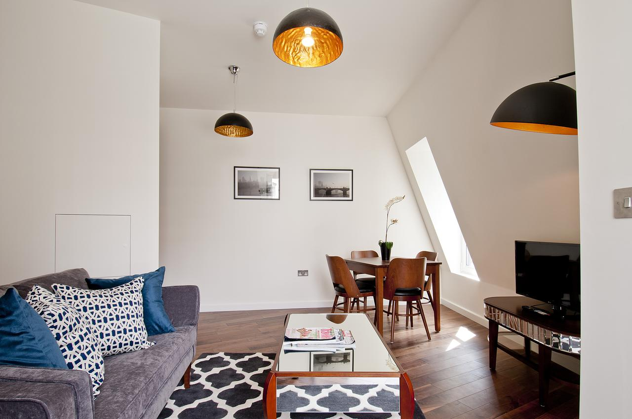 Monument-Street-Apartments---Lovat-Lane-Accommodation- -Bright-&-Spacious-Short-Let- -Apartments- -Free-Wifi- -Air-Con- 0208-6913920 -Urban-Stay