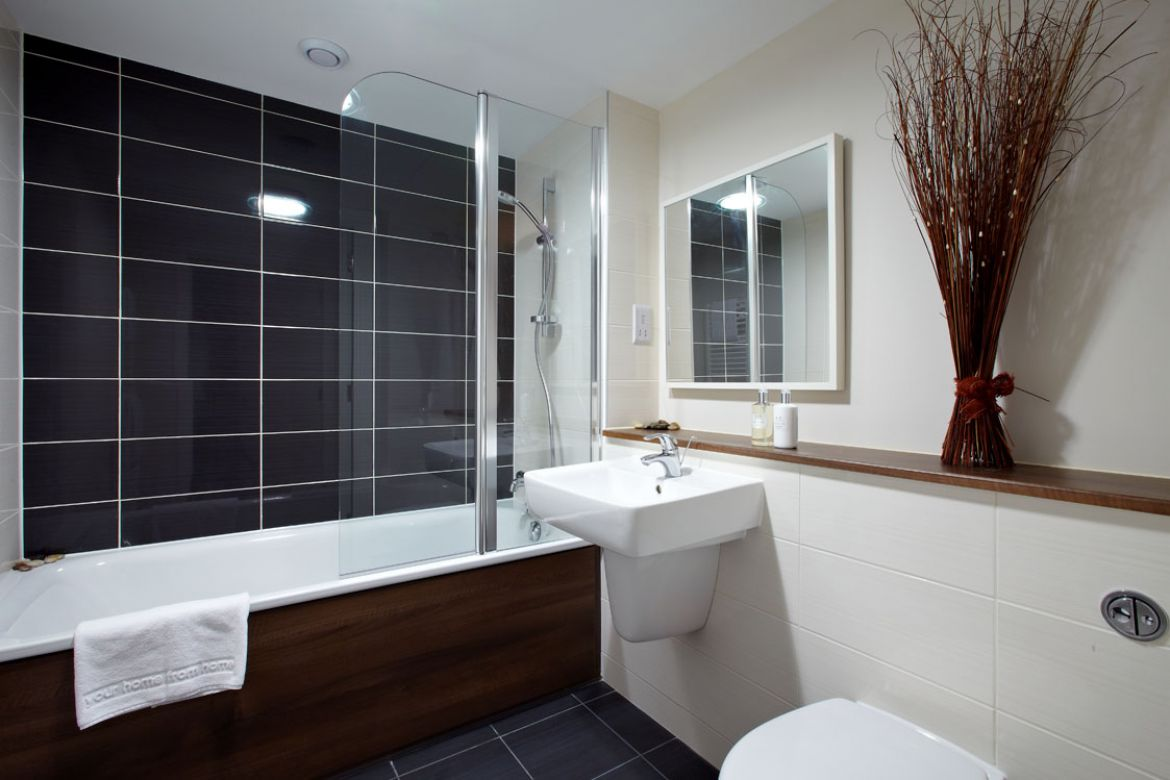 Bathroom-in-Skyline-Plaza-Apartments---Basingstoke-Serviced-Apartments,-UK