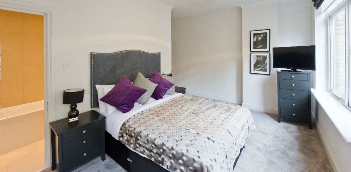 Master-Bedroom-at-Creechurch-Serviced-Apartments-Aldgate,-London-|-Urban-Stay
