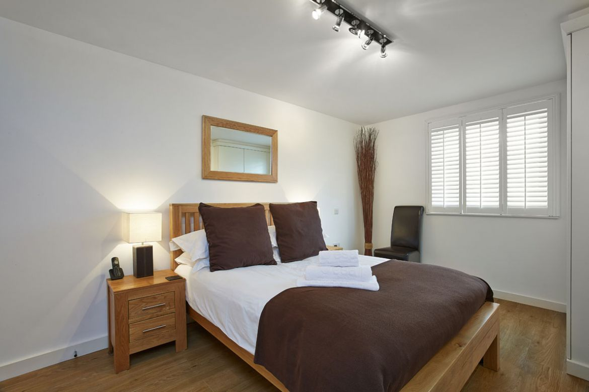 Portsmouth-Serviced-Apartments–-Gunwharf-Quays-Corporate-Accommodation-UK---Self-catering-accommodation-Portsmouth-–-Cheap-Airbnb-–-Free-Wifi-–-Parking-available- -Urban-Stay