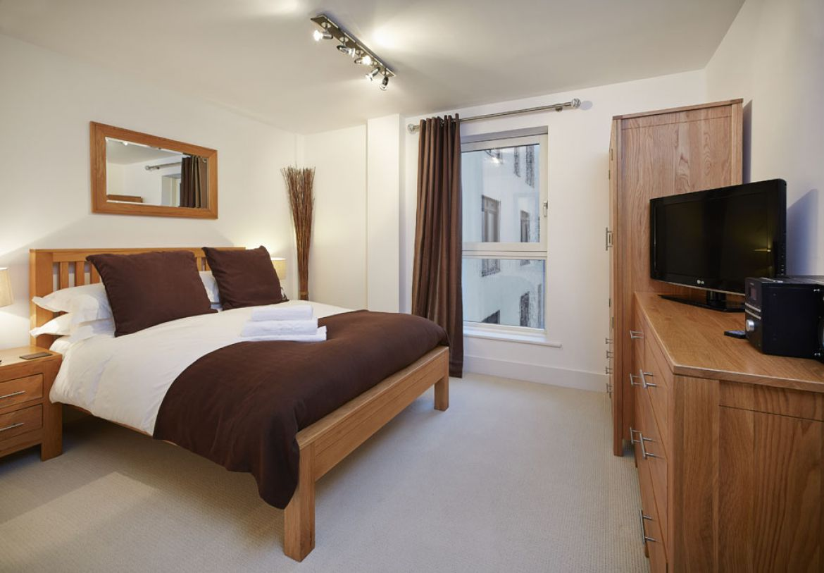 Spacious-Bedroom-in-Skyline-Plaza-Apartments---Basingstoke-Serviced-Apartments,-UK