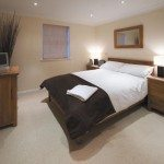 Self-Catering Apartments Newbury, UK - Old College Road Houses Available Now! Book cheap accomodation in Newbury with Fully Equipped Kitchen & Maidservice