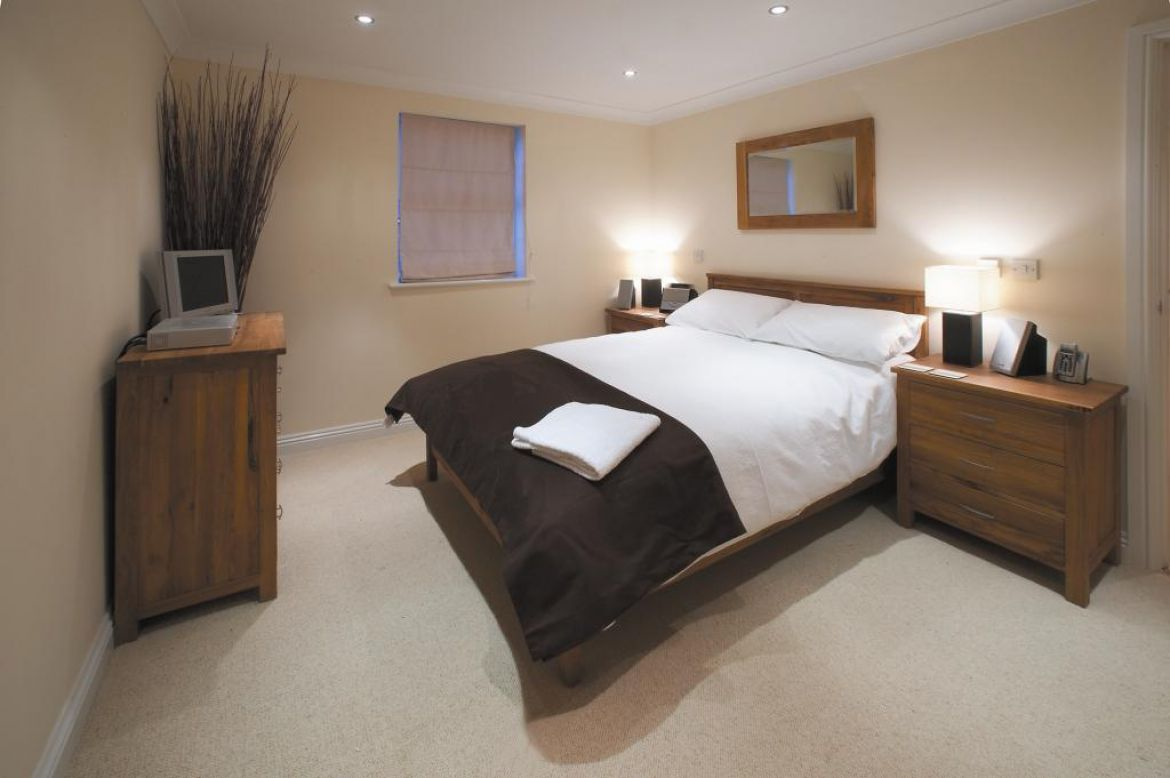 Self-Catering-Apartments-Newbury---Old-College-Road-Houses-Available-Now!-Book-Cheap-Corporate-Apartments-in-the-heart-of-Newbury-|-Free-WiFi-I-Urban-Stay