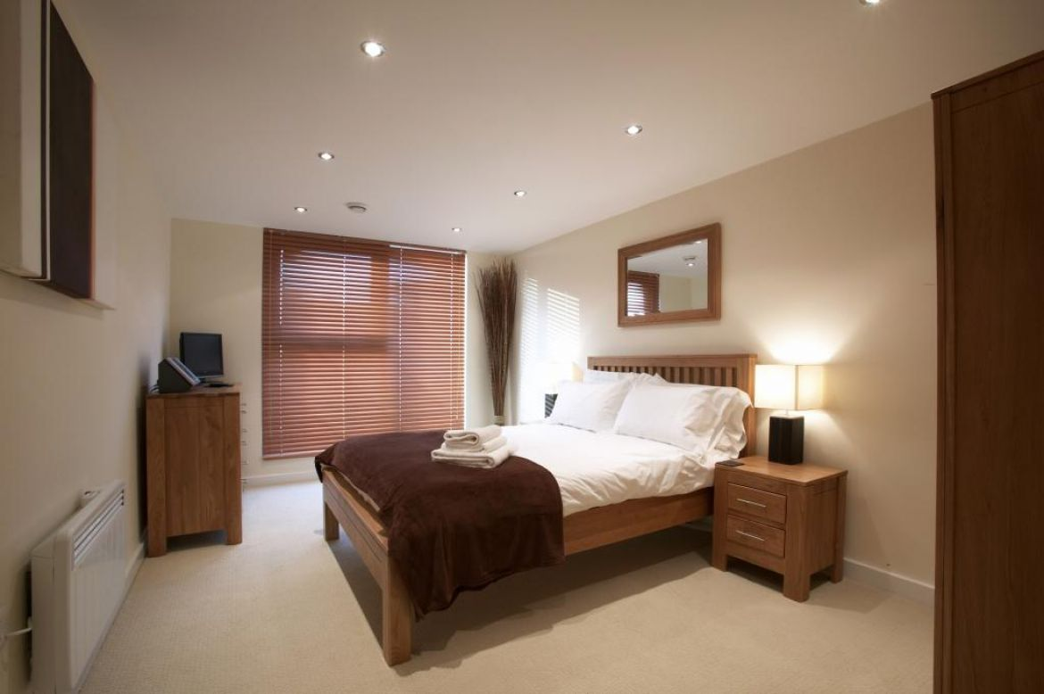 Swindon-Serviced-Apartments,-Swindon-–-Corporate-Accommodation-Available-Now!-Book-Cheap-Corporate-Apartments-with-Complimentary-Parking-|-Urban-Stay