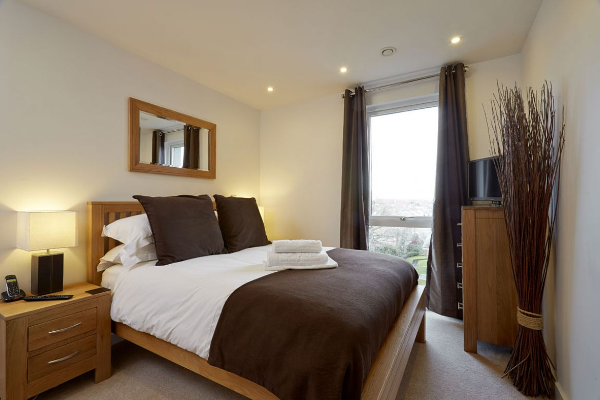 Serviced-Apartments-Slough,-UK---Rivington-Apartments-Available-Now!-Book-Cheap-Corporate-Apartments-with-Free-Allocated-Parking-&-Free-Wi-Fi-|-Urban-Stay