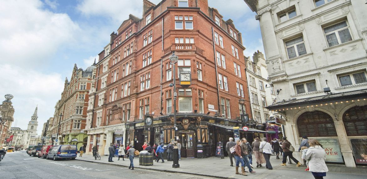 Leicester-Square-Serviced-Apartment-Covent-Garden,-London-|-Urban-Stay