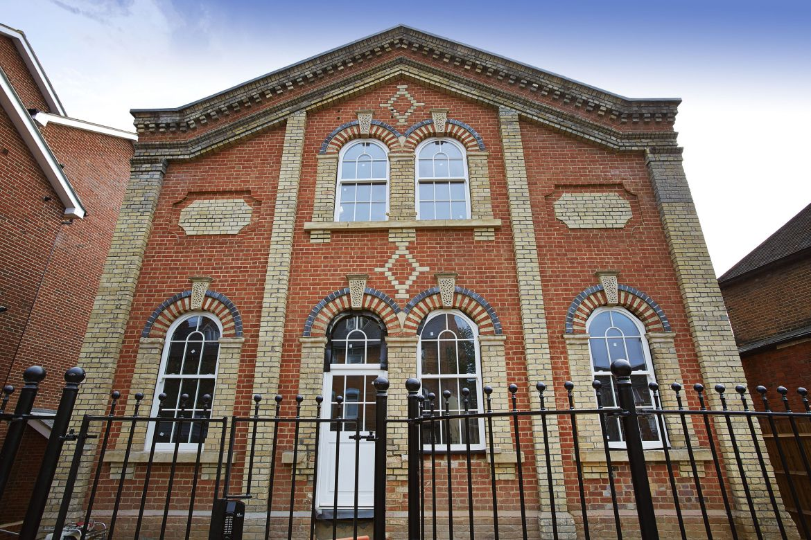 Self-Catering-Apartments-Reading,-UK---Old-British-School-Apartments-available-NOW!-Book-Luxury-Accommodation-near-Reading-+-Private-Balcony-&-Free-Parking