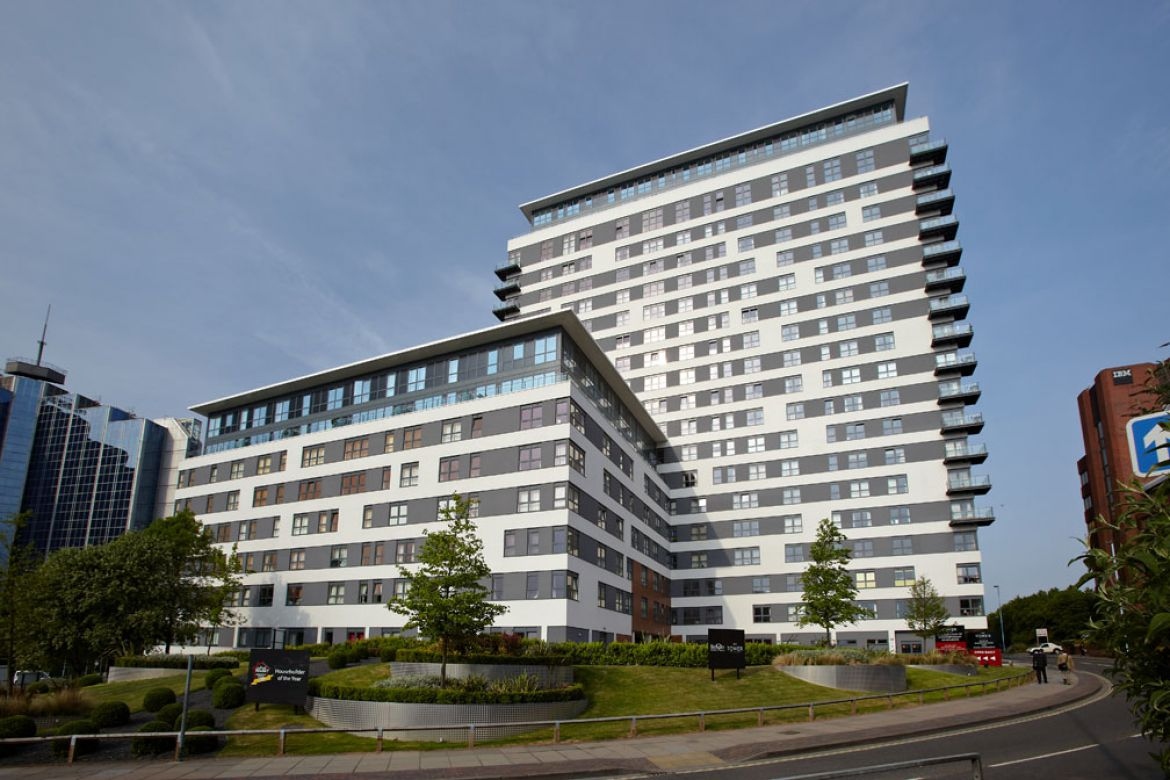 Building-Exterior-of-Skyline-Plaza-Apartments---Basingstoke-Serviced-Apartments,-UK