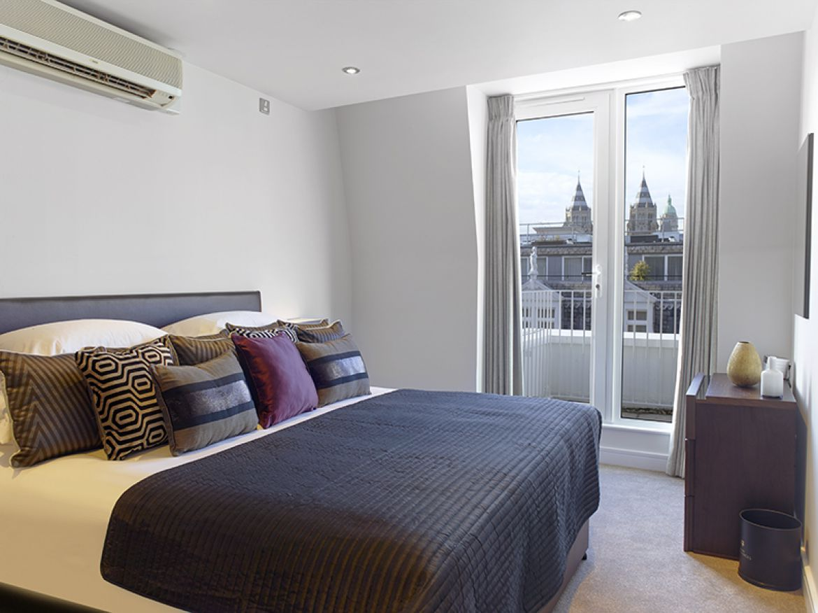 Harrington-Court-Apartments-South-Kensington---Urban-Stay-Luxury-Accommodation-Central-London---bedroom-2
