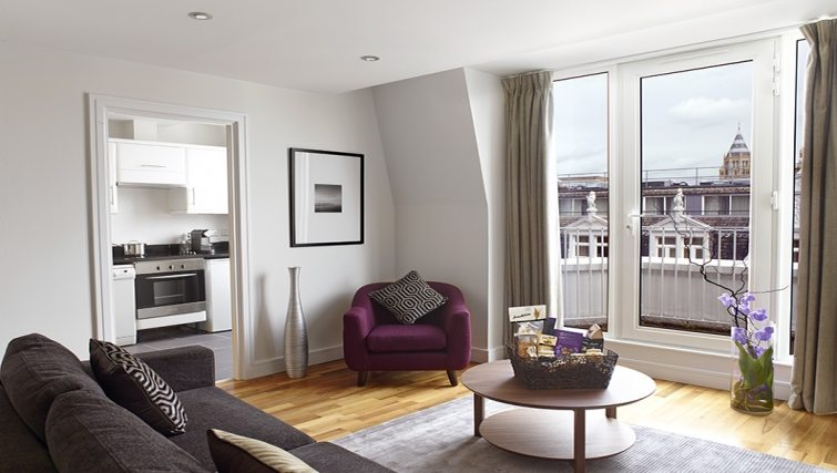 Harrington-Court-Apartments-South-Kensington---Urban-Stay-Luxury-Accommodation-Central-London---living-room-5
