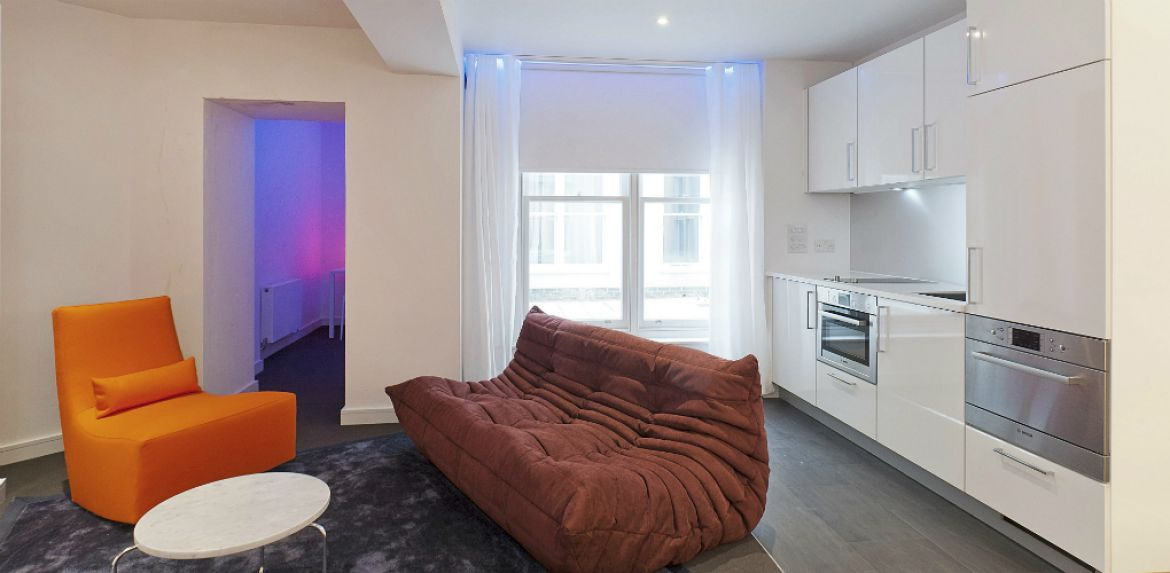 Kitchen-and-Living-Room-at-Hyde-Park-Serviced-Apartments-Paddington,-London-|-Urban-Stay