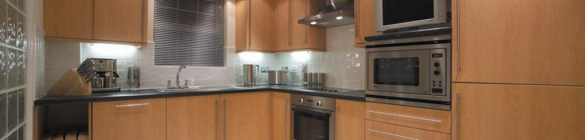 Self-Catering Apartments Newbury - Old College Road Houses Available Now! Book Cheap Corporate Apartments in the heart of Newbury | Free WiFi I Urban Stay