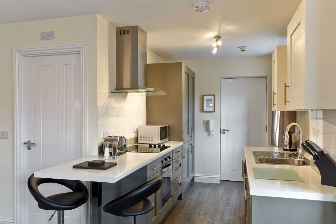 Swindon-Self-Catering-Apartments,-UK---Swan-Place-Apartments!-Free-Wifi,-and-Parking,-BOOK-NOW-on-+44-208-691-3920-for-Best-Discounted-Rates!-I-Urban-Stay