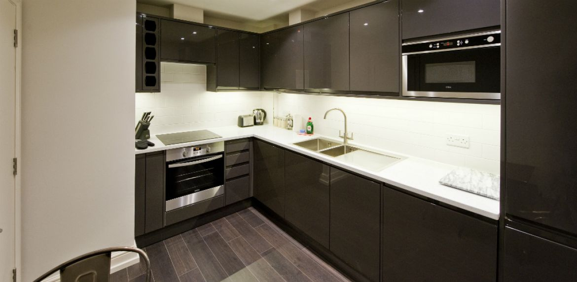 Modern-Kitchen-at-Creechurch-Serviced-Apartments-Aldgate,-London-|-Urban-Stay