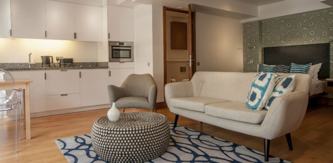 Book-Serviced-Accommodation-Aldgate-in-The-City-of-London-now!-Luxury-London-Apartments-with-views-of-the-London-Skyline!-Aircon,-Balcony-&-Lift-Access-incl-at-India-Street-Apartments!