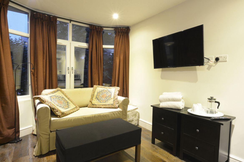 Knaresborough-Place-Serviced-Apartments-Kensington,-UK-|-Urban-Stay