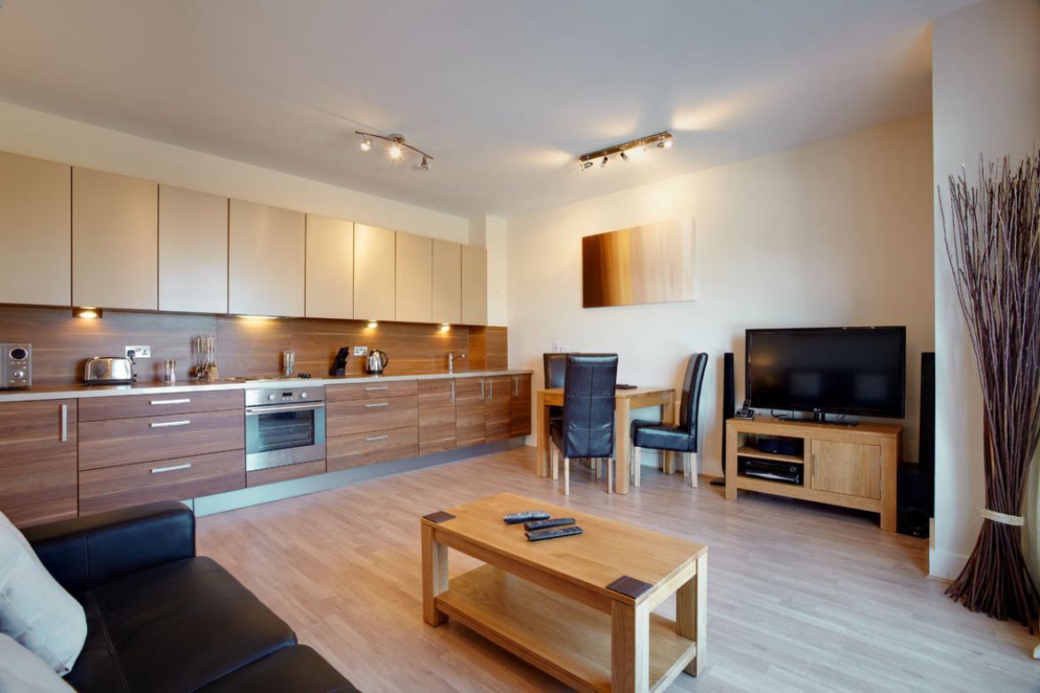 Open-Plan-Kitchen-in-Skyline-Plaza-Apartments---Basingstoke-Serviced-Apartments,-UK
