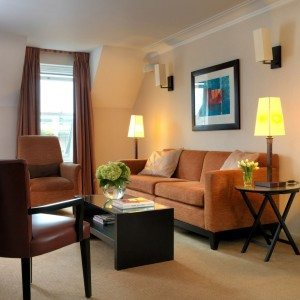Luxury Accommodation Chelsea - Phoenix House Serviced Apartments Central London. Luxury self-catering accommodation London with aircon, free Wifi, 24h reception, Sky TV.   Urban Stay