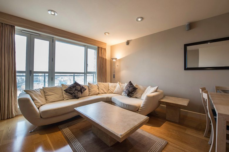 Canary-Riverside-Apartments,-Canary-Wharf-serviced-apartments,-London