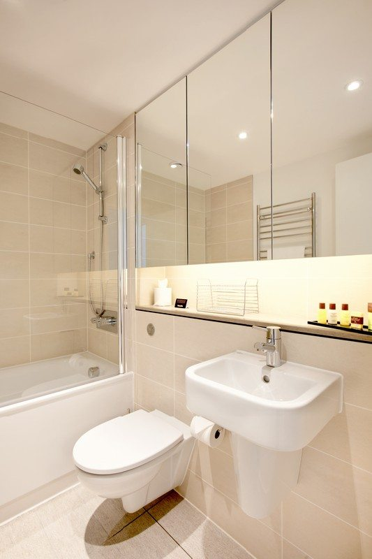 London City Apartments Liverpool Street - Urban Stay corporate accommodation - Bathroom
