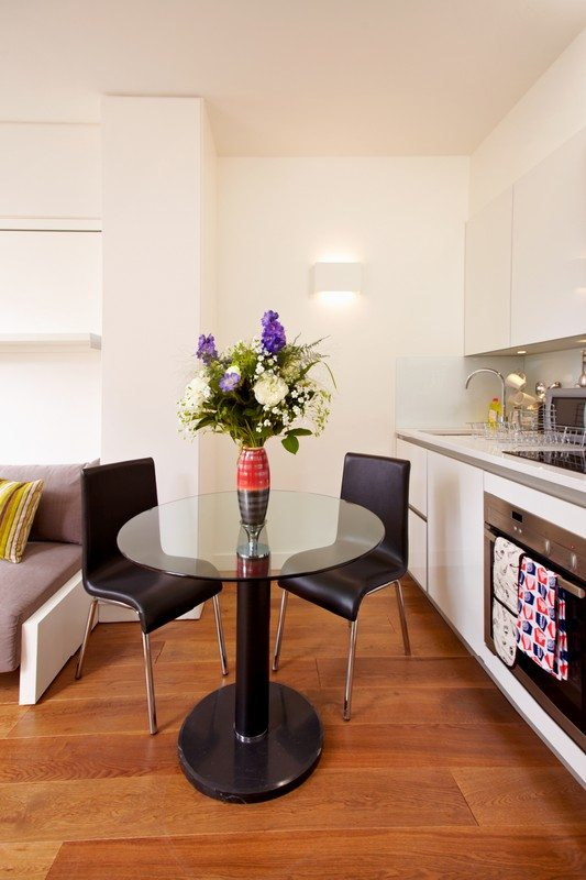 London City Apartments Liverpool Street - Urban Stay corporate accommodation - Dining Area