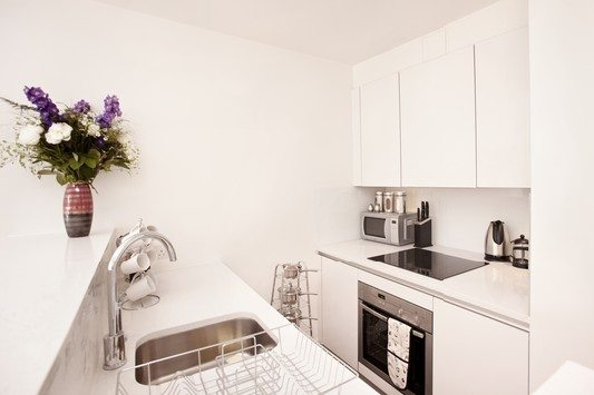 London City Apartments Liverpool Street - Urban Stay corporate accommodation - Kitchen