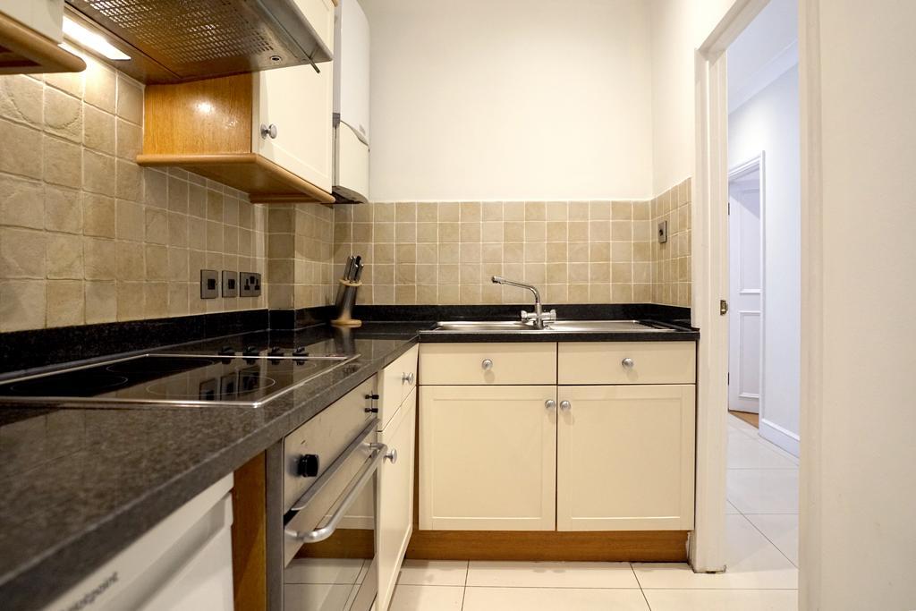 Luxury-Knightsbridge-Accommodation-London-Near-Harrods,-Hyde-Park,-Buckingham-Palace-Chesham-Court-Serviced-Apartments-Urban-Stay-11