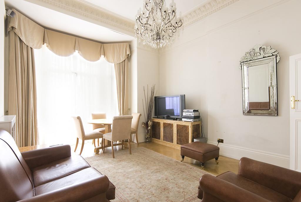 Luxury-Knightsbridge-Accommodation-London-Near-Harrods,-Hyde-Park,-Buckingham-Palace-Chesham-Court-Serviced-Apartments-Urban-Stay-12