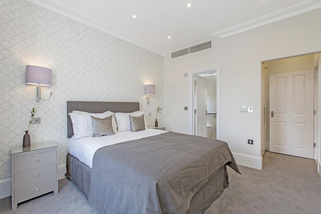 Luxury-Knightsbridge-Accommodation-London-Near-Harrods,-Hyde-Park,-Buckingham-Palace-Chesham-Court-Serviced-Apartments-Urban-Stay-3