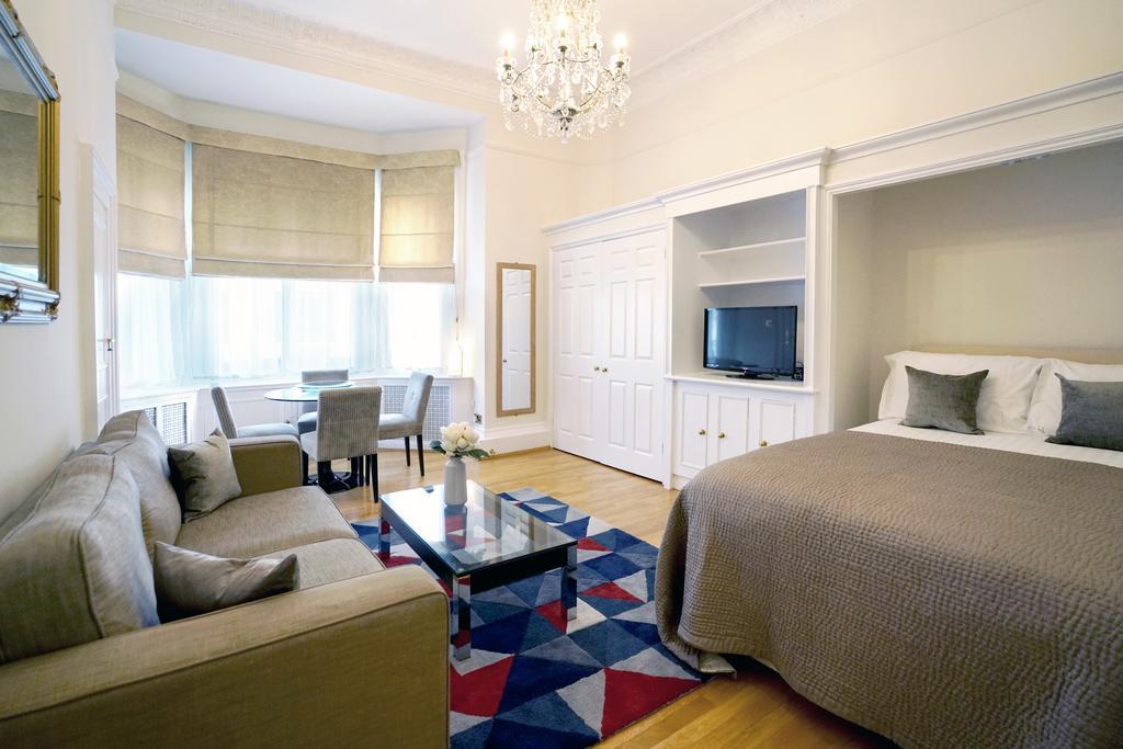 Luxury-Knightsbridge-Accommodation-London-Near-Harrods,-Hyde-Park,-Buckingham-Palace-Chesham-Court-Serviced-Apartments-Urban-Stay-4