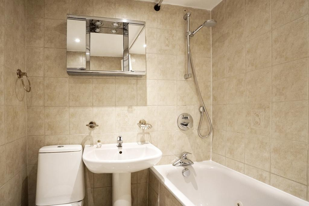 Luxury-Knightsbridge-Accommodation-London-Near-Harrods,-Hyde-Park,-Buckingham-Palace-Chesham-Court-Serviced-Apartments-Urban-Stay-5