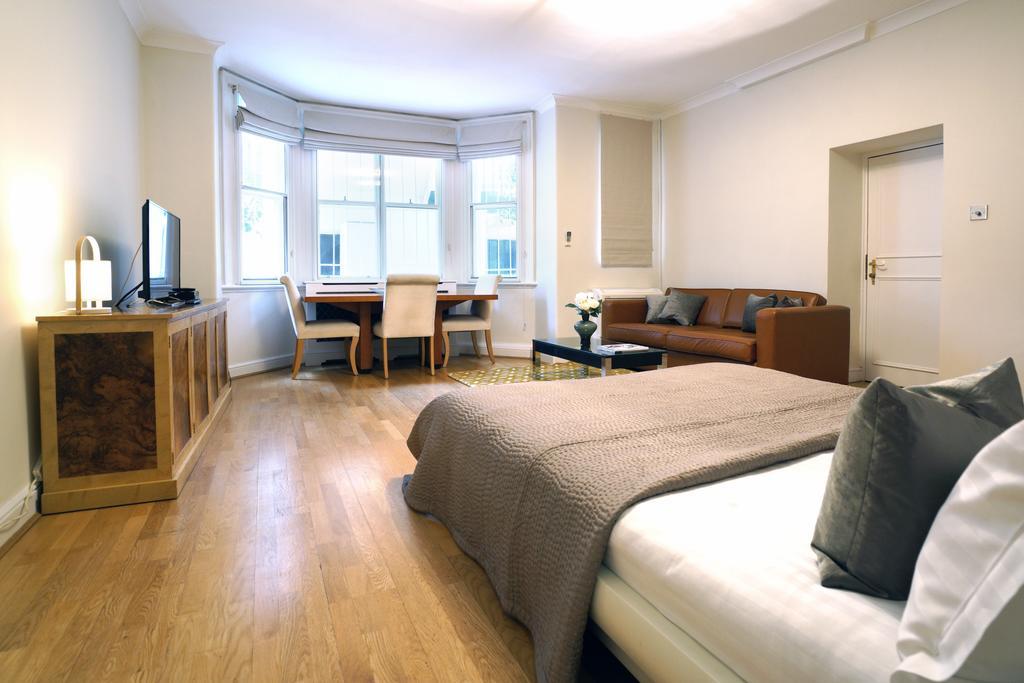 Luxury-Knightsbridge-Accommodation-London-Near-Harrods,-Hyde-Park,-Buckingham-Palace-Chesham-Court-Serviced-Apartments-Urban-Stay-6